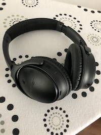Bose wireless headset with Noise Cancellation Montréal, H1E 4P3