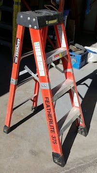 Escabeau 4' Featherlite ladder (modele  6804-AA) Montreal, H3C 3R4