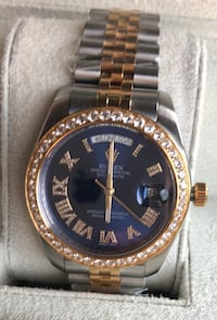 round gold-colored analog watch with link bracelet Miami Beach, 33141