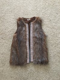 Brand new brown fur vest. Women's/Juniors size small.  Tags still on.  Puyallup, 98374