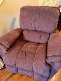 Lazy Boy Recliner - 4 months old, like new Baltimore, 21224