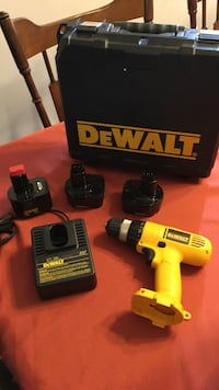 Dewalt 12V drill with 3 batteries charged and ready to go with case and charger  Tonawanda town, 14223