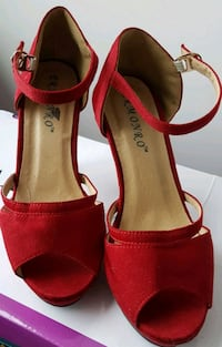 Red high hill shoes. Size 35. Toronto, M5A 3K2