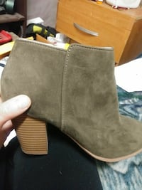 unpaired brown suede chunky heeled boot