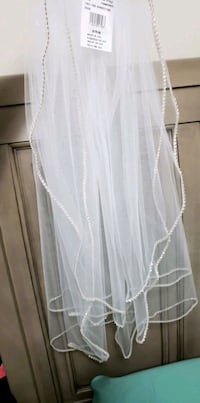 Wedding veil. Brand new. Never worn. Wrong colour  Mississauga, L5M 2A9