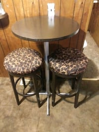 Tall table with 2 spinning bar stools