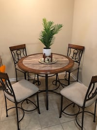 5 piece dining set (table and 4 chairs ) Newport News, 23601