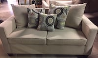 Barely used loveseat, Pillows included  Chantilly