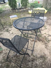 Metal table & 2 chairs Lorton
