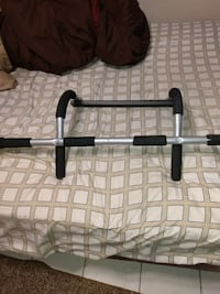 Iron Gym Pro fit pull up door mount bar Metairie, 70003