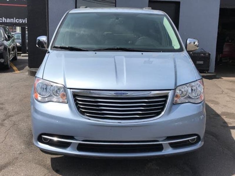 Chrysler - Town and Country - 2016 5e916990-95fd-488d-a8cf-b97635917613