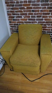 Chair mid century super comfy great frame Manchester, 03101