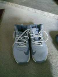 pair of gray Nike running shoes Lakewood, 80227