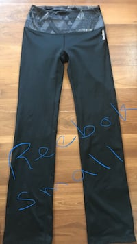 Reebok yoga never worn bought for work and can't work anymore size sm Fort Erie, L0S