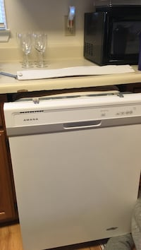White Amana dishwasher never used 260 km