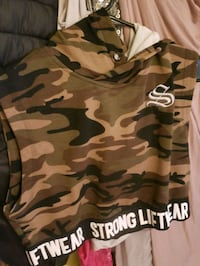 womens Strong Lift camo hooded crop top Mustang, 73064