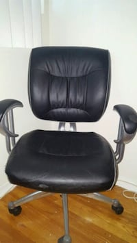 black leather office rolling armchair Toronto, M1P 2X9