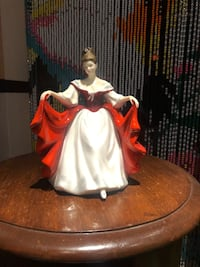 Royal Doulton Figurines , best offer Hamilton, L9A 1T3