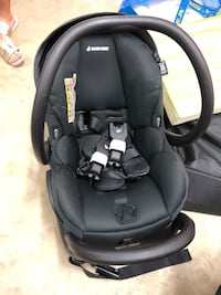Maxi Cosi Baby Infant Car Seat with Base Like New Rockville