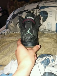 pair of black-and-gray Nike basketball shoes Cleveland, 37323