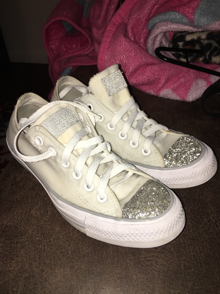 Photo Converse size 7 in womens PORCH PICKUP ONLY