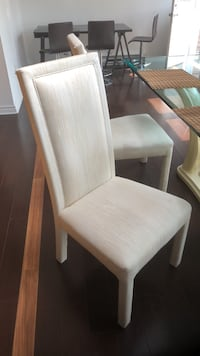 White cream dining chairs (6) Montréal, H3G 1B4