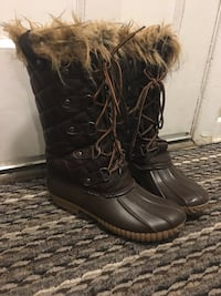 Ladies size 6 winter boots  London, N5Y 4H1