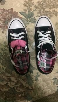 Pair of black-and-purple vans sneakers Toronto, M1X 1J2