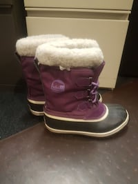 Sorel Womens size 7 snow shoes