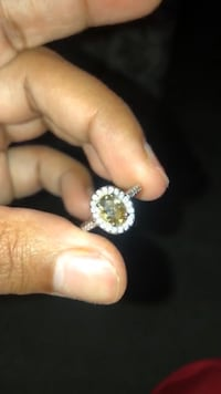 Gold-colored diamond ring Moreno Valley