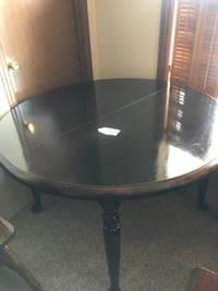 Round black wooden dining table Camden Wyoming, 19934