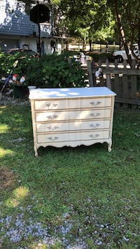 French provincial dresser-solid wood Akron, 44312