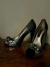 Size 6 heels North East, 21901