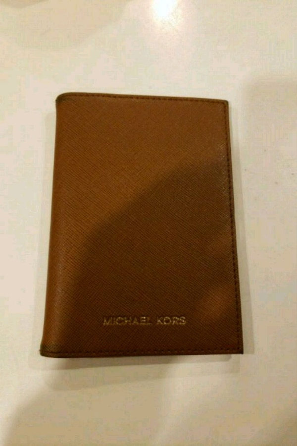 e7d2bc345f1a52 Used Michael Kors passport holder for sale in Sunnyvale - letgo