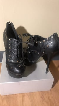 Pair of black leather heeled shoes Pompton Lakes, 07442