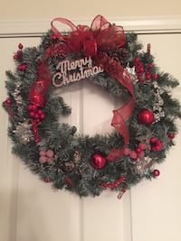 green and red Merry Christmas wreath