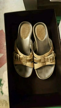 pair of gold tan leather sandals Coach Summerdale, 36580