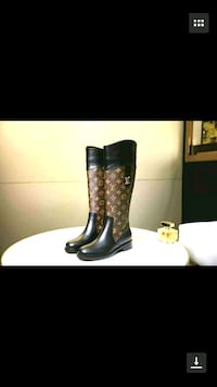 pair of black leather boots 778 km