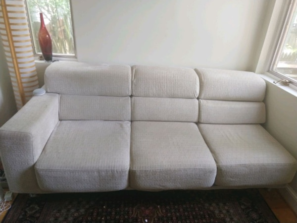 Sectional sofa b02fcd6a-6be0-4067-bbd1-f72ea329a2ac