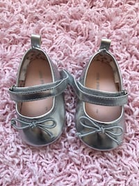 Silver baby shoes (size 2) Laval