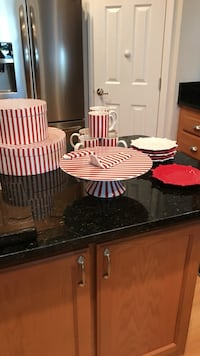 Cake plate, server, 6 mugs, 6 cake plates and 2 storage boexes Port Saint Lucie, 34952