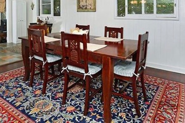 Expandable Dining Table With Matching Pineapple Chairs