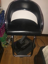 Electric Beauty Salon Chair. Up and Down Controls!  Burnham, 60633