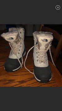 Northface boots  Pittsburgh, 15212