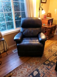 black leather recliner sofa chair Vancouver, 98682