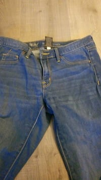 Womens jeans size 4 New Westminster, V3M 5J6
