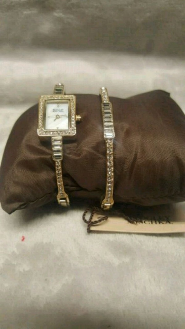 184e677a06e8 Used Womens watch and bracelet set for sale in Perris - letgo