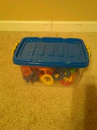 blue and red plastic container Morada, 95212