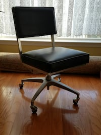 Square back computer chair