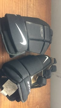 black-and-gray Nike gloves